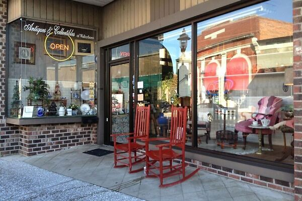 Shopping for antiques in Walterboro